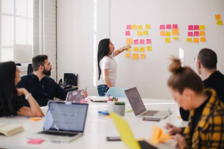 Como identificar o perfil dos seus clientes utilizando o método NPS e criar estratégias direcionadas para cada público?